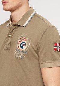 Napapijri - GANDY - Polo shirt - khaki - 4