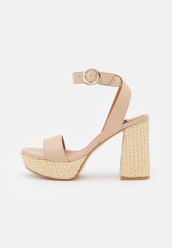 Platform sandals - dream
