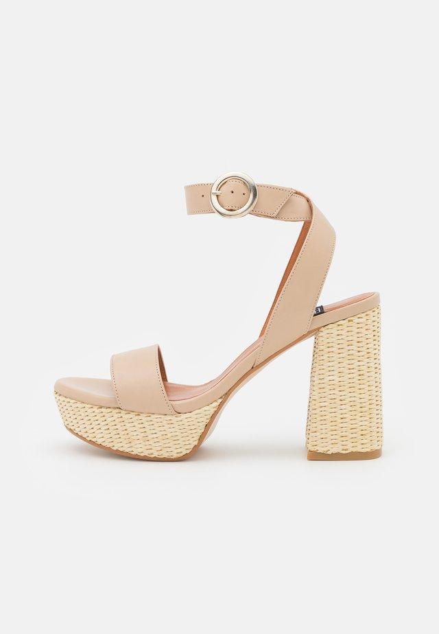 Sandály na platformě - dream