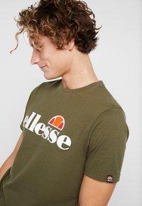 Ellesse - T-shirts print - khaki - 4