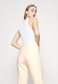 4th & Reckless - ALMA TROUSER - Kalhoty - nude - 4