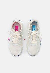 Reebok - REEBOK HIIT TR - Sportschoenen - chalk/alabaster/pink - 3