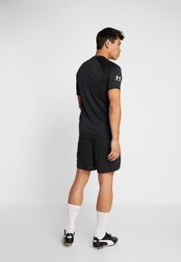 Under Armour - CHALLENGER SHORT - Korte sportsbukser - black/white - 2