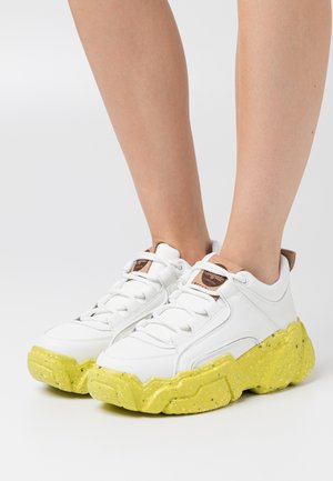ALEXUS - Sneakers - white/yellow