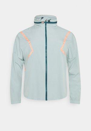 ONPFERR TRAIN CURVY - Chaqueta de entrenamiento - gray mist/neon orange