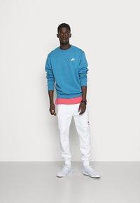 Nike Sportswear - CLUB CREW - Sweatshirt - dutch blue - 1