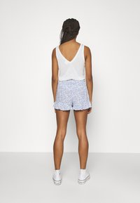 Hollister Co. - CHAIN RUFFLE HEM - Shorts - white/blue - 2