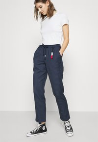 Tommy Jeans - PINSTRIPE PANT - Trousers - twilight navy/white - 3