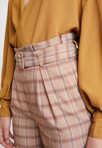 Gestuz - JIN PANTS - Bukse - light brown - 5