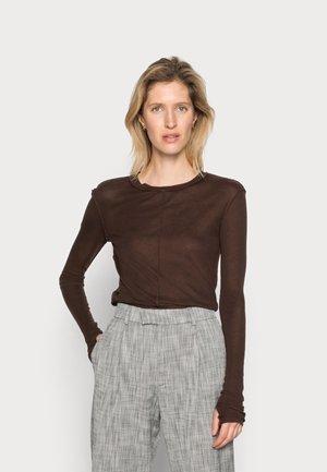 FIX  TEE - Stickad tröja - brown