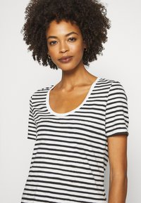 Marc O'Polo - SHORT SLEEVE ROUND NECK STRIPED - Print T-shirt - multi/black - 4