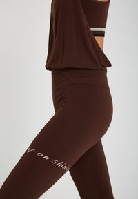 Yogasearcher - Legging - brown - 3