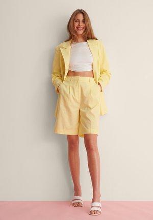OVERSIZED LINEN BLEND SHORTS - Shorts - dusty yellow