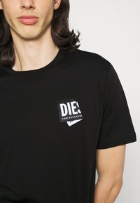 Diesel - JUST LAB UNISEX - Print T-shirt - black - 4