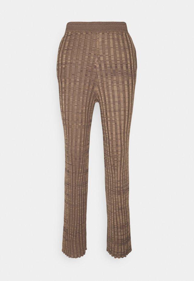 APOGON - Trousers - dark mink