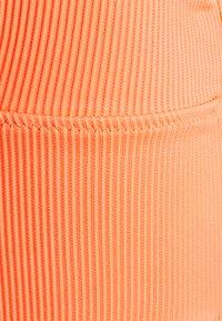 We Are We Wear - TIA REVERSIBLE PLUNGE  - Bikini top - salmon/orange - 3