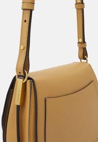 Coccinelle - ARPEGE - Across body bag - warm beige/noir - 3