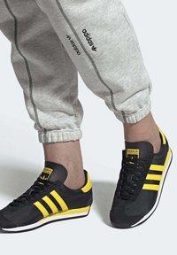 adidas Originals - COUNTRY OG SHOES - Trainers - black - 0