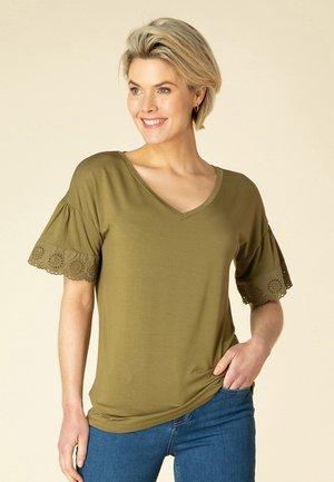 TAISA - Basic T-shirt - soft olive