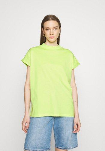 PRIME - Basic T-shirt - bright yellow