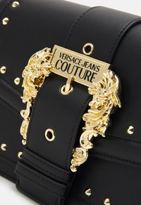 Versace Jeans Couture - COUTURE SHOULDER BAG - Torebka - nero - 4