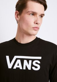 Vans - CLASSIC FIT - Bluzka z długim rękawem - black/white - 5