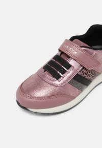 Geox - JENSEA GIRL - Sneakersy niskie - pink/black - 6