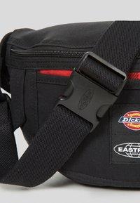 Eastpak - DICKIES X EASTPARK/CONTEMPORARY - Bum bag - black - 3