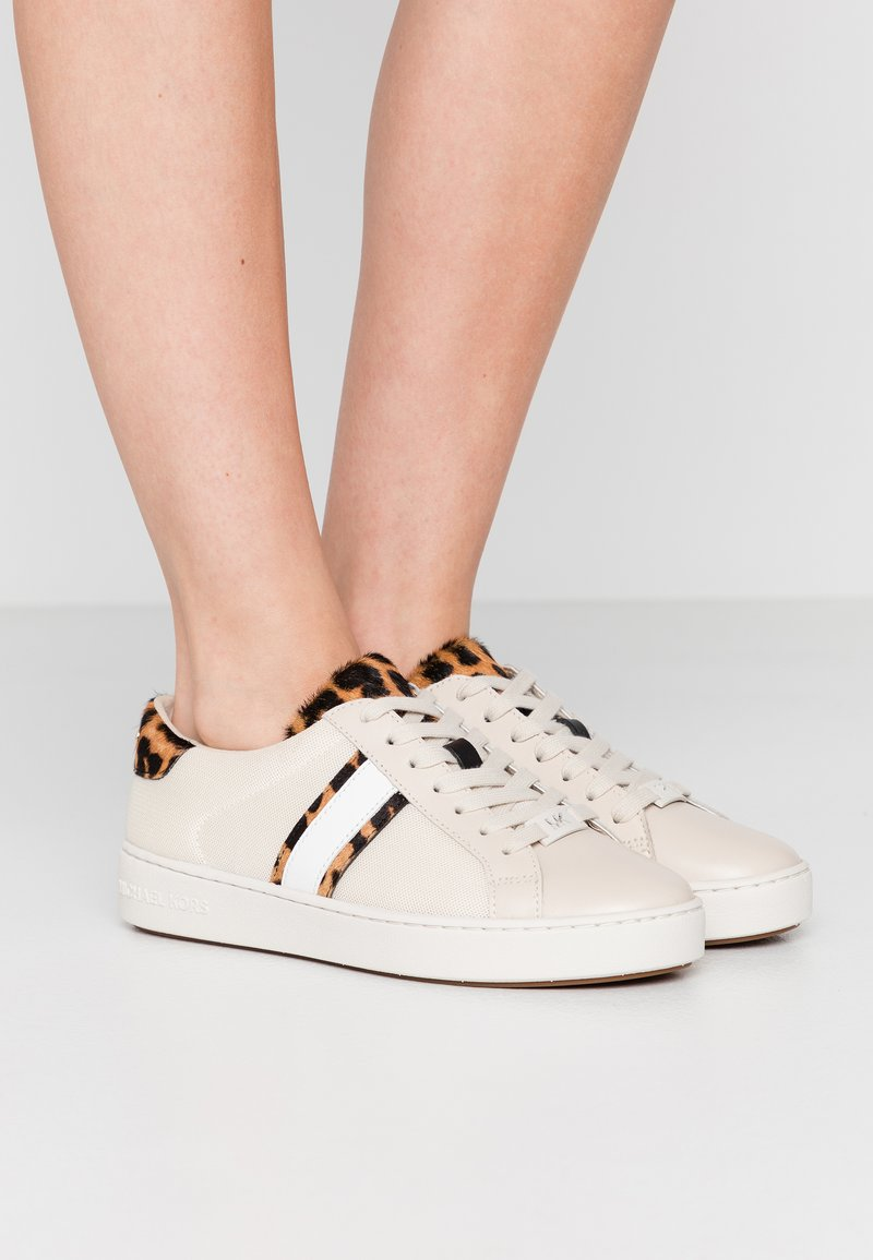 MICHAEL Michael Kors - IRVING STRIPE LACE UP - Sneakers laag - ecru