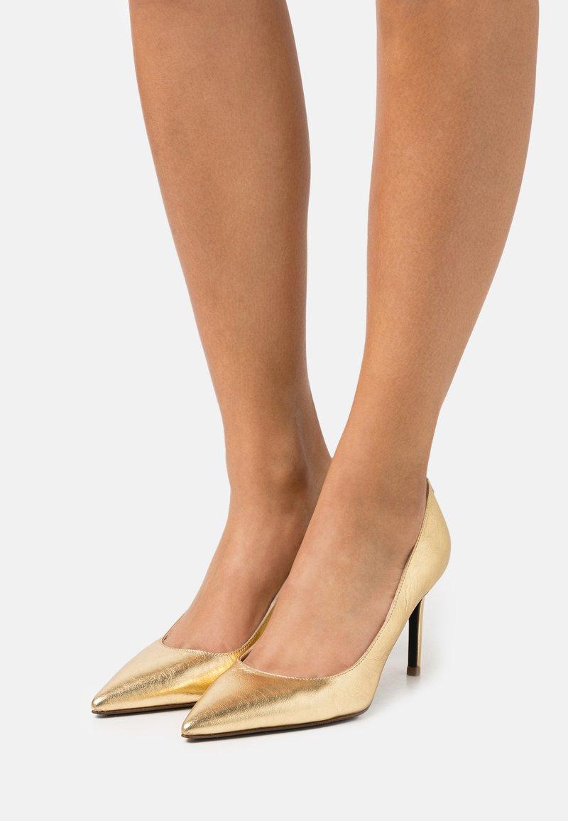 Patrizia Pepe - High Heel Pumps - gold star