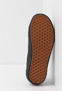 Vans - STYLE 36 DECON UNISEX - Sneakersy niskie - black/white - 4