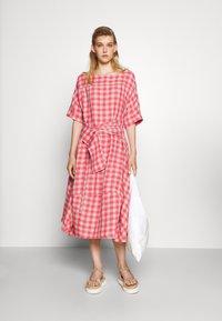 Henrik Vibskov - PIPETTE DRESS - Maxi dress - berry - 1