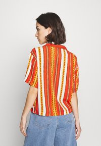Abrand Jeans - CROPPED HAWAIIAN - Button-down blouse - bombay red - 2