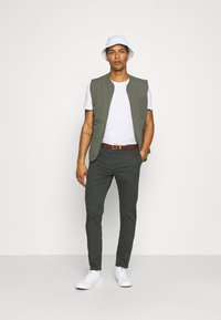 Scotch & Soda - NEW BELTED  - Chinos - charcoal - 1