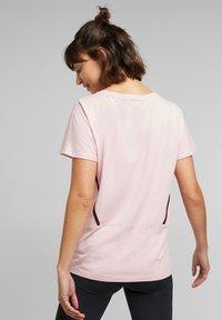 Esprit Sports - Print T-shirt - light pink - 4
