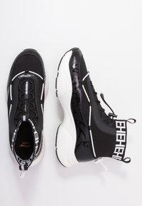 Ed Hardy - RUNNER TRIBAL - Sneakersy wysokie - black/white - 1