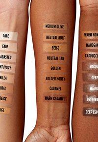 Nyx Professional Makeup - CSWS CONTOUR CONCEALER - Concealer - 16 mahogany - 2