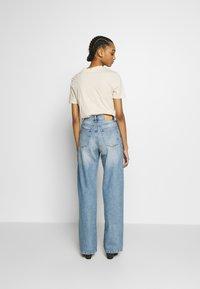 Monki - YOKO  - Flared Jeans - blue medium dusty - 2