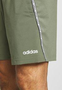 adidas Performance - MIX SHORT - Krótkie spodenki sportowe - green/white - 4