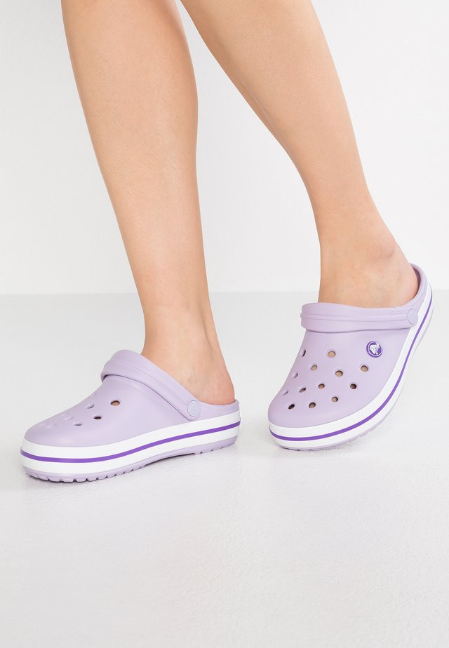 CROCBAND RELAXED FIT - Sandalias planas - lavender/purple