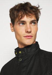 Barbour International - SLIM INTERNATIONAL WAX JACKET - Lehká bunda - black - 6