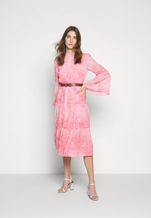 SUNBLCHED MIDI DRESS - Shirt dress - geranium