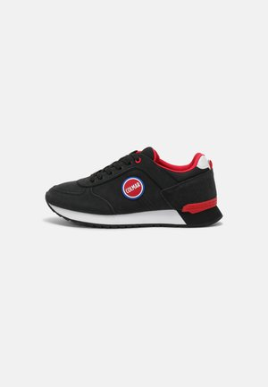 TRAVIS COLORS BOOST - Trainers - black/red