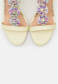 Lulipa London - LIZZIE WEDGE - Sandalias de tacón - yellow - 5
