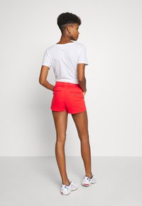 Superdry - HOT - Shorts - apple red - 2