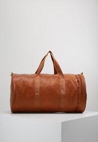 YOURTURN - Weekend bag - cognac - 2