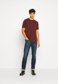 DOCKERS - PACIFIC CREW TEE - Basic T-shirt - chestnut red - 1