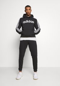 adidas Performance - ESSENTIALS TRAINING SPORTS PANTS - Spodnie treningowe - black/white - 1