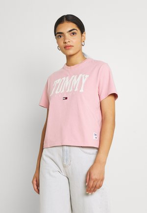 COLLEGIATE TEE - Print T-shirt - pink