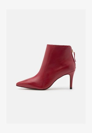 VILENCIA - High heeled ankle boots - rouge
